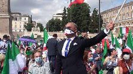 """Centrodestra in piazza a Roma, il popolo di Salvini non si fida di Berlusconi: """"Per ora ci serve"""""""