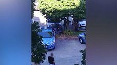 Verona, l'arrestato bloccato a terra dalla polizia: il video girato da una testimone