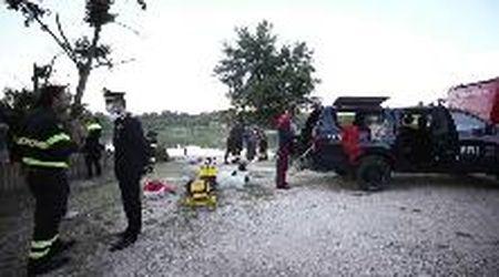 Elicottero precipitato nel Tevere, le ricerche di carabinieri e i vigili del fuoco