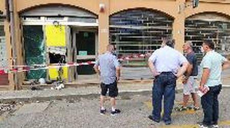Assalto esplosivo al Postamat di Dosso: ufficio sventrato
