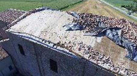 Ravalle, distrutto il tetto della chiesa