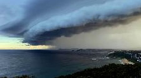 Dal buio all'arcobaleno: l'arrivo della tempesta su Sydney in timelapse