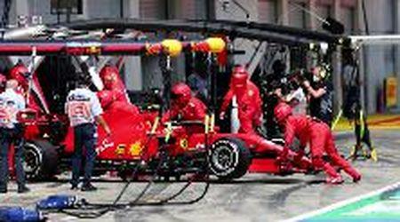 """Disastro Ferrari, doppio ritiro al Gp di Stiria. I tifosi sui social: """"Da chiudere i box e nascondersi dentro"""""""