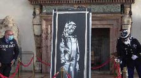 """Bataclan, l'opera di Banksy torna in Francia dopo il furto. L'ambasciatore Masset: """"Simbolo della memoria"""""""
