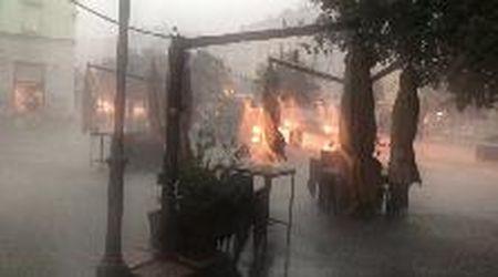 Trieste, la furia della pioggia si accanisce su pedoni e automobilisti