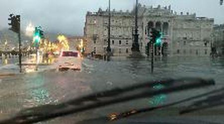 Trieste, la tempesta si abbatte sulla città