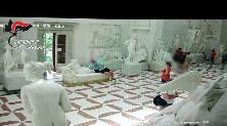 Possagno, il video del turista austriaco che rompe una statua del Canova e se ne va