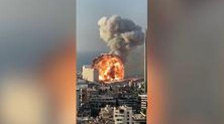 Beirut, ecco le immagini dell'enorme esplosione: l'onda d'urto travolge i palazzi