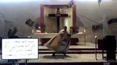Libano, la fuga del prete dalla chiesa dopo l'esplosione tra i vetri in frantumi