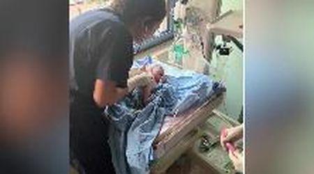 Beirut, George nasce durante l'esplosione: l'onda d'urto colpisce la sala parto