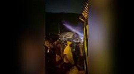 Aereo Air India esce dalla pista e si spezza in due: il caos davanti alla carcassa del velivolo