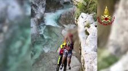 Pordenone, ragazzo scivola sulle rocce in una gola: il salvataggio dei vigili del fuoco