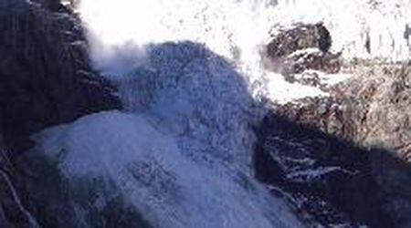 Svizzera, frana il ghiacciaio Turtmann: il momento del crollo