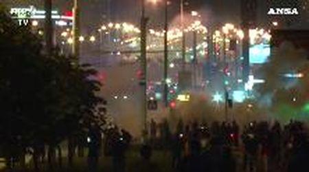 Bielorussia, seconda notte di proteste a Minsk: scontri tra manifestanti e polizia