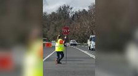 Australia, la magnifica danza della vigilessa per gestire il traffico