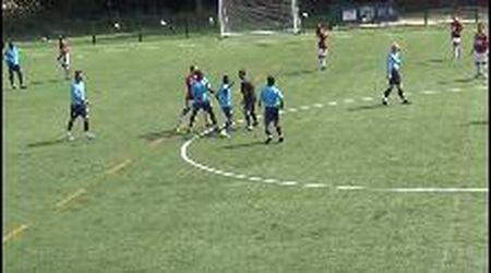Londra, arbitro preso a pugni in faccia durante un'amichevole: calciatore licenziato dal club
