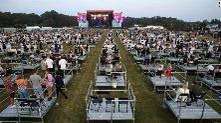Gb, il primo concerto con distanziamento sociale: a Newcastle spettatori divisi tra 500 piattaforme