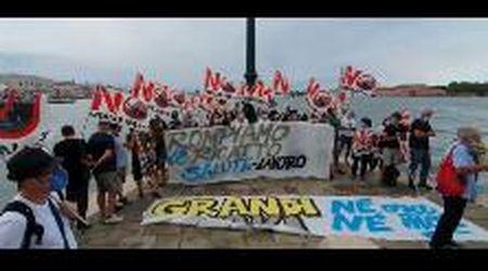 No Grandi Navi a Venezia, nuova protesta a Punta della Dogana