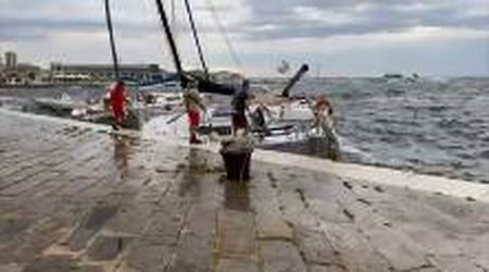 Colpo di vento a Trieste, salvataggio di una barca sulle Rive