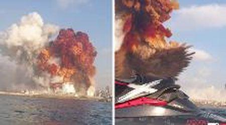 Beirut, l'onda d'urto dell'esplosione raggiunge la coppia sulla moto d'acqua