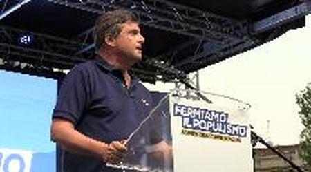 """Referendum, Calenda a Di Maio: """"Io arricchito con la politica? Il suo reddito era zero, fa ridere i polli"""""""