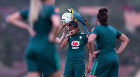 Brasile, il pappagallo va allo stadio. E atterra sulle giocatrici