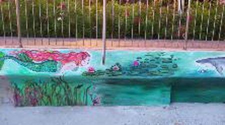 Trieste, si colorano i muri sul lungomare di Barcola