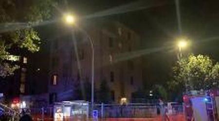 Roma, ore di paura a Tor Marancia: uomo si barrica in casa e minaccia di far saltare il palazzo