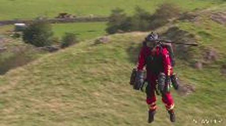 Ecco l'uomo volante che potrà salvare la vita agli alpinisti
