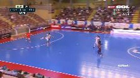 Futsal, il pallonetto al volo lascia di stucco il portiere del Barcellona