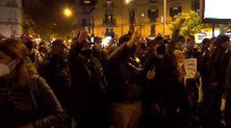 Napoli, al Vomero la protesta dei commercianti contro le chiusure anti-Covid: ''Niente bonus, vogliamo solo lavorare''
