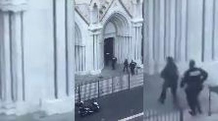 Nizza, attentato nella chiesa di Notre-Dame: l'irruzione della polizia nell'edificio