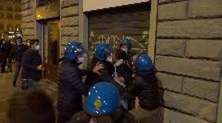 Firenze, nuove proteste contro Dpcm: tensione con la polizia