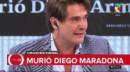 """""""È morto Maradona"""", il giornalista argentino annuncia la morte del campione e scoppia in lacrime"""