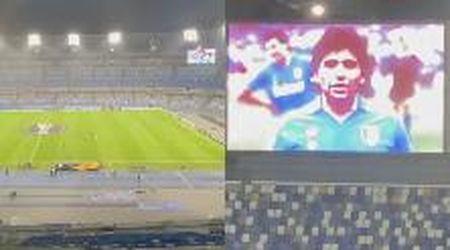 L'anima di Maradona nello stadio San Paolo: il Napoli si riscalda sulle note di Live Is Life