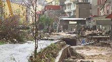 Maltempo in Sardegna, fango ovunque e auto sventrate: Bitti devastato dall'alluvione