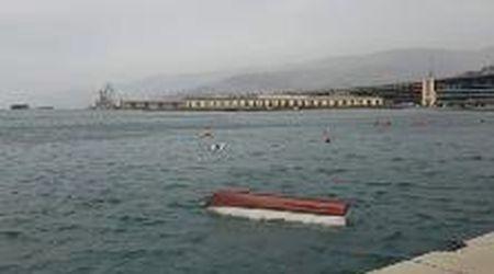 Maltempo a Trieste: la bora sul molo Audace
