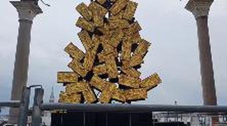 Ecco l'albero di Natale digitale firmato da Plessi installato in piazza San Marco