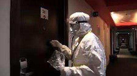 """""""Il virus c'è e mi ha quasi ucciso"""": nel Covid Hotel di Bologna, dove molti pazienti passeranno soli il Natale"""