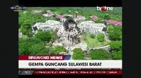 Terremoto in Indonesia, macerie in strada e palazzi distrutti: le immagini dal drone