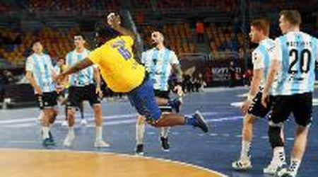 Mondiali pallamano, la star è un gigante del Congo: 89 kg dichiarati, segna così in tuffo all'Argentina