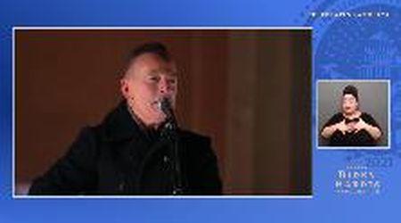 "Inauguration Day, Bruce Springsteen canta per Biden sulla scalinata del Lincoln Memorial: ""Land of Hope and Dreams"""