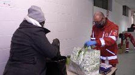 Modena, con la Croce Rossa al market di chi non ce la fa: triplicate le richieste