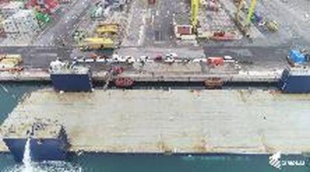 Cimolai firma  Arcalupa, l'enorme chiatta inaugurata tra Trieste e San Giorgio a Nogaro