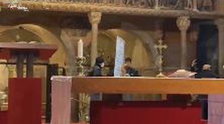 Modena, protesta No Mask in Duomo con cartelli al termine della Messa