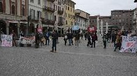 Genitori, prof e studenti in piazza per un rientro a scuola in sicurezza