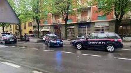 Rivarolo, i carabinieri sul luogo della strage in condominio