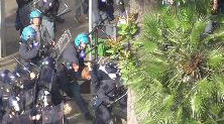 Genova, oltre a quello del giornalista Origone, ecco il video di un altro pestaggio