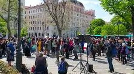 """Trieste, """"i confini uccidono"""": la manifestazione in solidarietà dei migranti"""