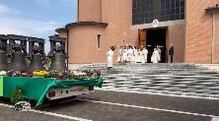 Massanzago, il vescovo Tomasi benedice le campane restaurate
